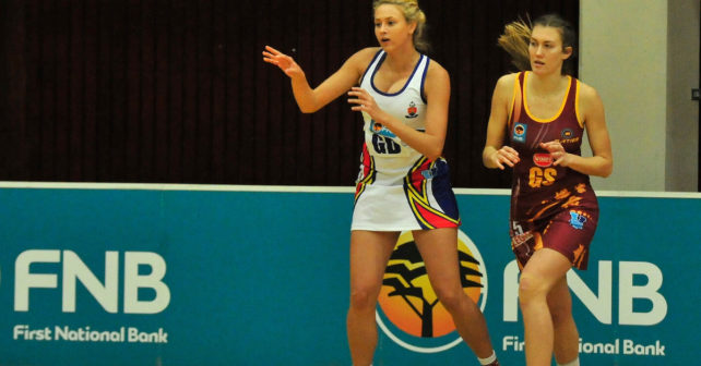 Jasmine Ziegelmeier of TUKS watched by Annerine Snyman of the Maties 2016 Varsity Netball. Sunday 11 September 2016.  MATIES vs TUKS at NMMU Sports hall, Port Elizabeth, Eastern Cape