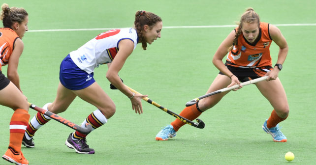 210170513 Varsity Hockey in Potchefstroom on the Astro.Tuks plays UJ.Anel Luus from Tuks,breaks through UJ defense.photo Mario van de Wall/SASPA