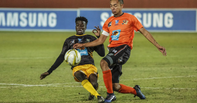 Kgomotso Kabinde of UFH and Dane Fortuin of UJ clash during the Varsity Football match between UJ and UFH at UJ Stadium in Johannesburg on 24 August, 2017. Photo by Dominic Barnardt/Varsity Sports