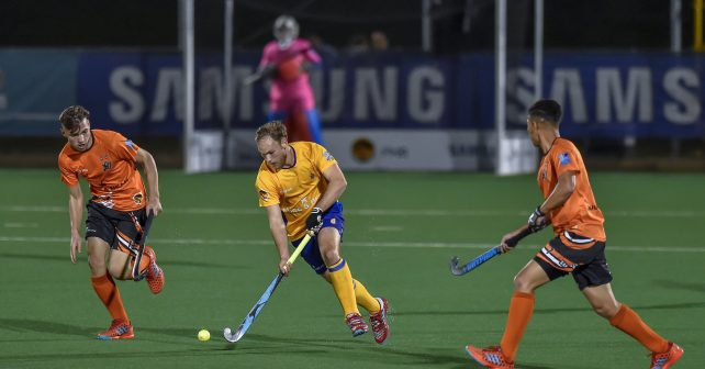 Varsity Hockey 2018. Sunday 07 May 2018.  Jaryd Thomas of Wits and Chad Burke of UJ during Game 16 Wits v UJ varsity hockey match at Wits Hockey field Johannesburg Photo by: Christiaan Kotze/SASPA