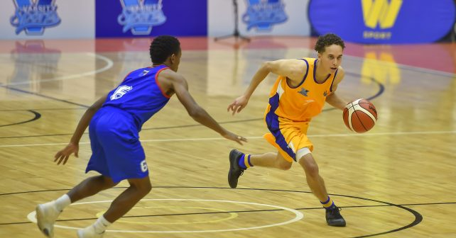 Thabiso Magakabe (6) from Vaal University of Technology and Briarley Klassen (7) from University of Witwatersrand during the Varsity Sports Basketball Match 24 WITS vs VUT on October 13, 2018 at Wits Multi-Purpose Hall in Johannesburg, South Africa. #Varsitybasketball  (Photo by Christiaan Kotze/SASPA)