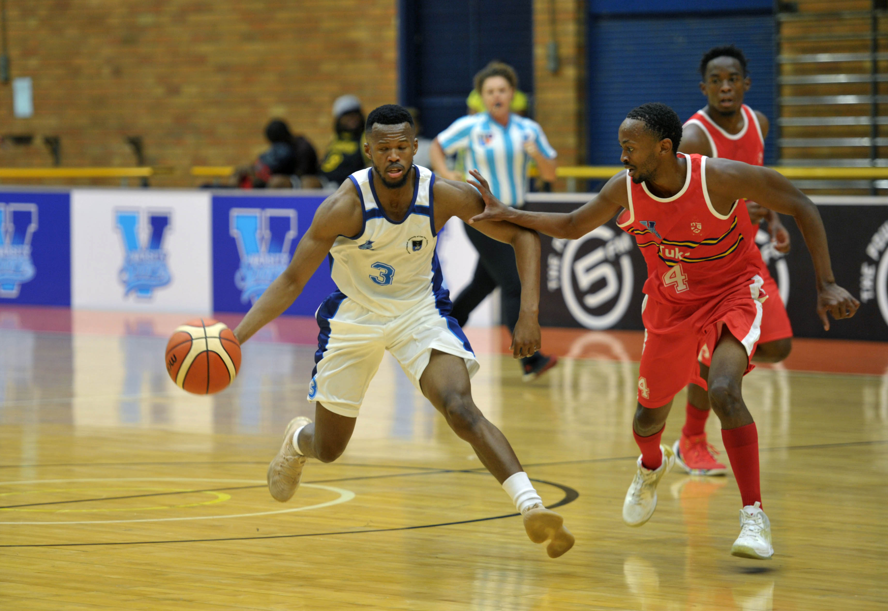Siphumle Qanya (C) (3) from University of Cape Town runs around Thhidiso Matebesi (4) from Tukkies during the Varsity Sports Basketball match 11 between UCT vs UP-TUKS on October 06, 2018 at Wits Multi-Purpose Hall in Johannesburg, South Africa. #Varsitybasketball (Photo by Craig Nieuwenhuizen/SASPA)
